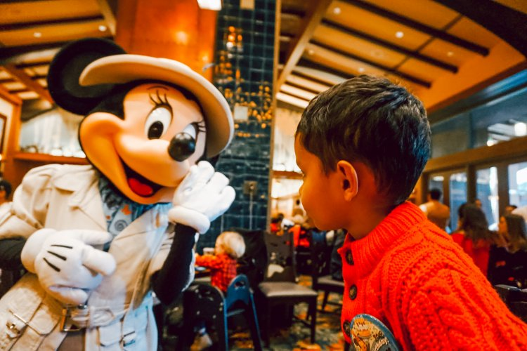 Brunch with Mickey and Friends – Storytellers Cafe