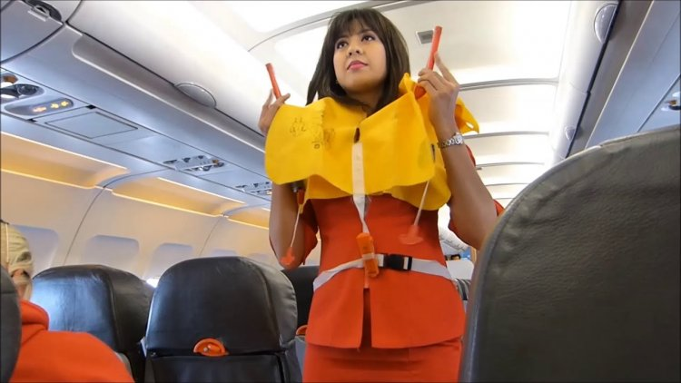 Flight attendants share 10 absolute things not to do on a plane