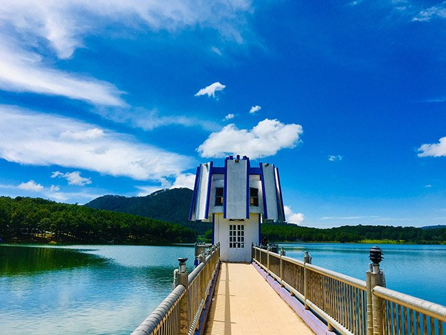 Discover the beauty of Tuyen Lam Lake in Dalat Vietnam