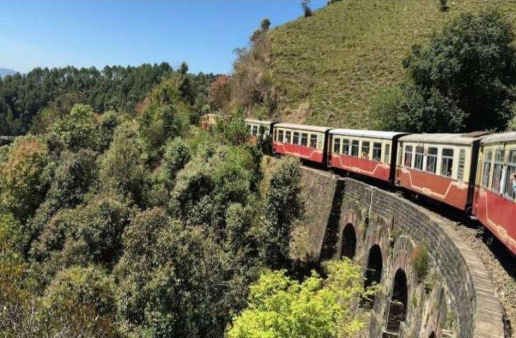 Best tourist spots in India: खूबसूरत वादियां और टॉय ट्रेन का रोमांचक सफर
